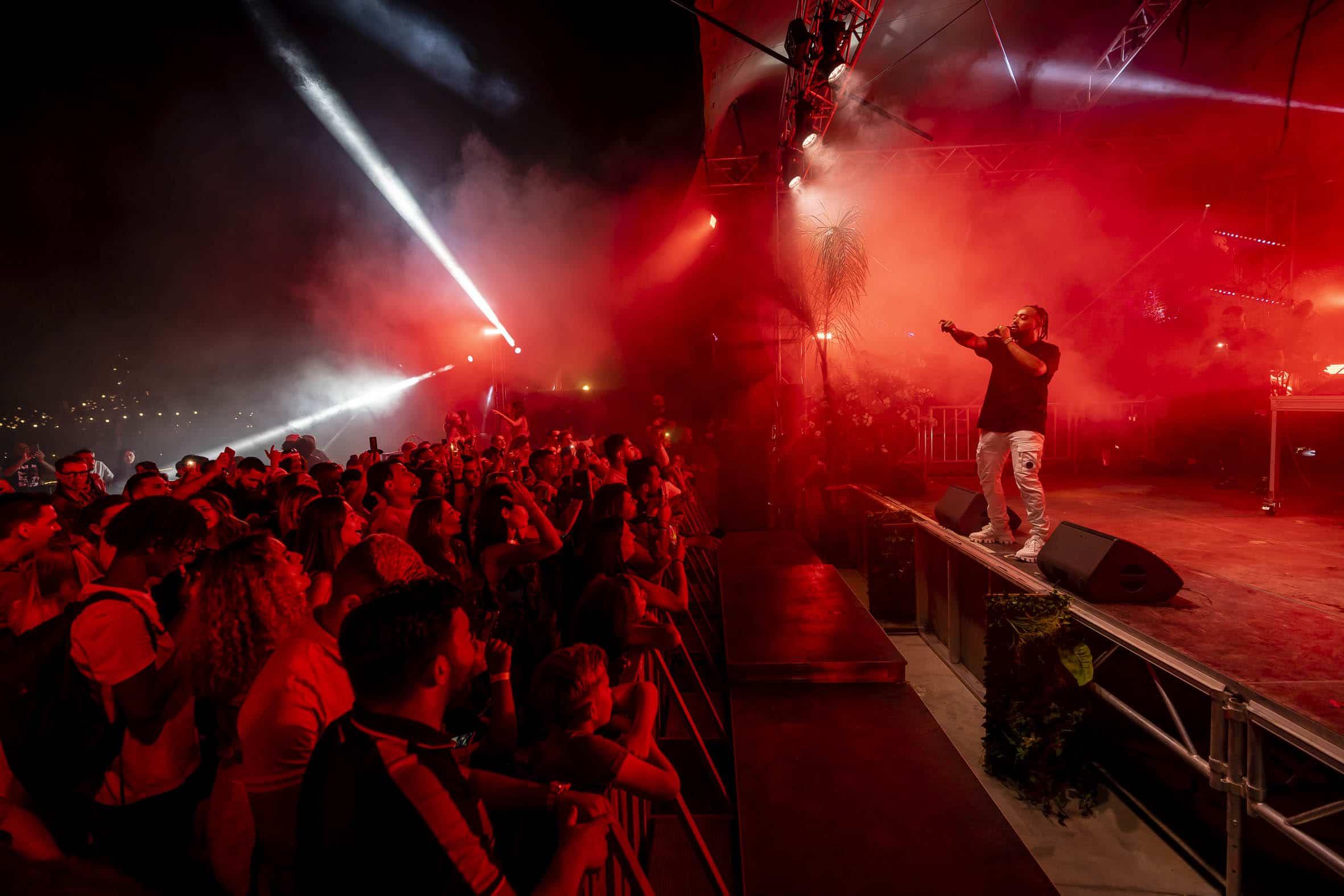 Alonzo lors du concert réalisé par Grandir